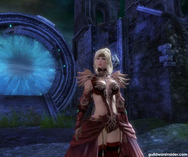 Egy Scholar armort viselő norn várakozik a lobbyban.